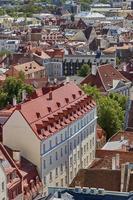 La arquitectura del centro de la ciudad vieja de Tallin en Estonia foto