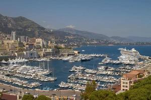 Vista del puerto de yates y zonas residenciales en Monte Carlo Mónaco foto