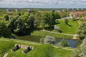 Viejo cañón de bronce en la muralla de la ciudad de Fredericia Dinamarca foto