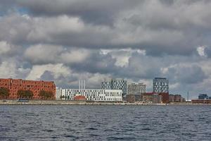 Vista de la ciudad de Copenhague en Dinamarca durante el día nublado foto