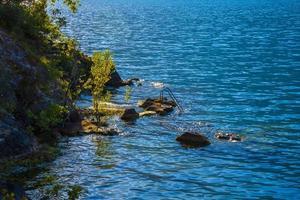 Escalera en el lago de Garda en Limone sul Garda, Italia foto