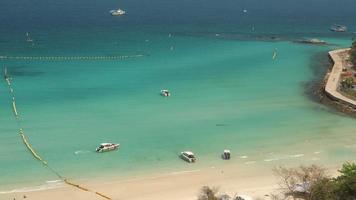 timelapse de bateaux sur la plage, vue de dessus video