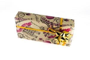caja de regalo con un pequeño lazo foto