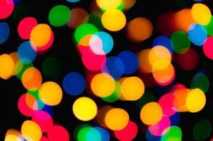 guirnalda navideña con luces de colores foto
