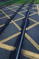 vías del tranvía en la ciudad foto