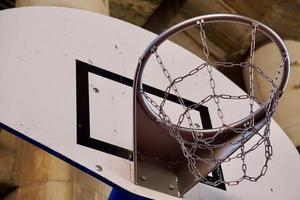 equipo deportivo de aro de baloncesto callejero foto