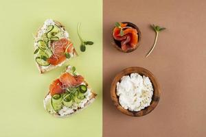 hermoso arreglo de comida deliciosa foto