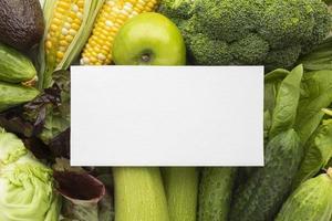 arreglo de verduras frescas vista superior foto