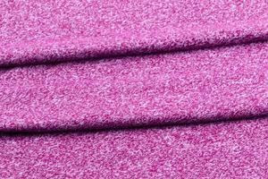 Fondo de tela cuidadosamente doblada de color púrpura o burdeos. foto