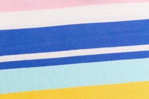 hermoso fondo de verano hecho de tela a rayas foto