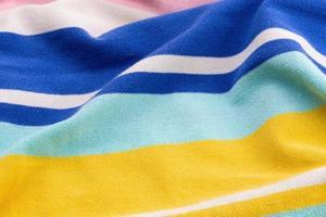 Hermoso fondo de verano hecho de tela arrugada a rayas foto