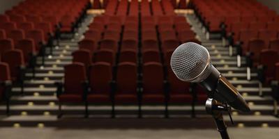 Primer plano del micrófono en un teatro con asientos borrosos foto