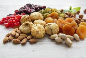 varios frutos secos y nueces foto