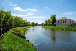 Jarkov, Ucrania, 2021 - Vista de un río en primavera foto