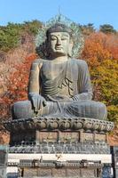 Estatua de Buda en el parque nacional de Seoraksan, Corea del Sur foto