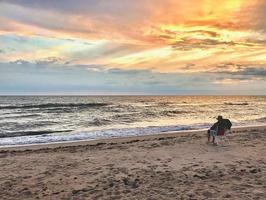 mujer en la playa foto