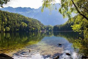 Piburgersee en el valle de otztal en el Tirol austríaco foto