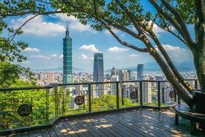 vista panorámica de la ciudad de taipei en taiwán foto