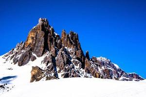 picos de los dolomitas en invierno foto