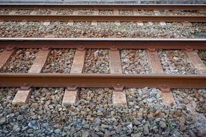 vías del tren en la estación. foto