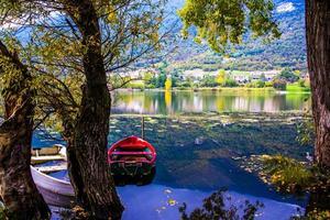 barcos en el lago foto