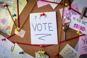Junta de detective de concepto de votación con evidencia foto