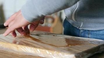 peeling off the table glue just made video