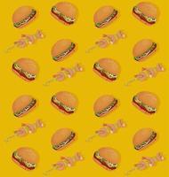 hamburguesas y pinchos de camarones delicioso patrón de comida rápida vector