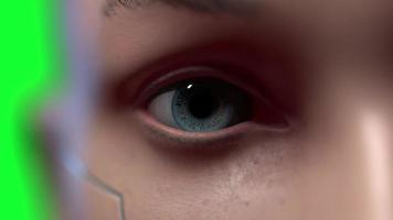 Ritratto di uomo futuristico con il concetto di zoom fotocamera liscia del futuro umano e video di sviluppo tecnologico su sfondo verde