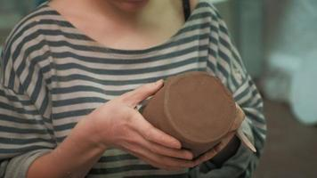 Crafting a Clay Mug video