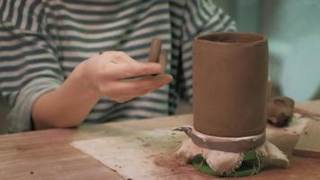 Placing a Handle on a Clay Cup video