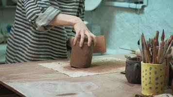 Detailing a Brown Clay Cup video