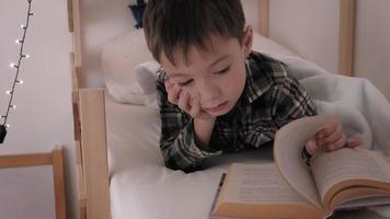 Ahild lies in bed insomnia poor sleep video