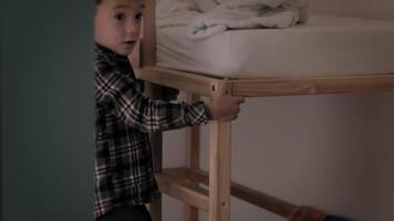 A child climbs into bed video