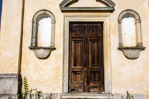 puerta con nichos foto