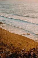 playa con olas foto