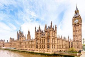 Las casas del parlamento y el Big Ben de Londres. foto