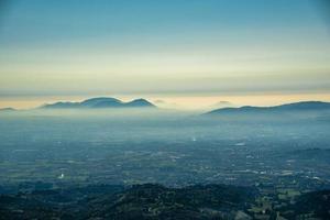 neblina y estratificaciones foto
