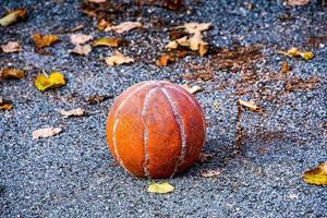 baloncesto gastado foto