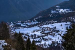 pueblo con nieve foto