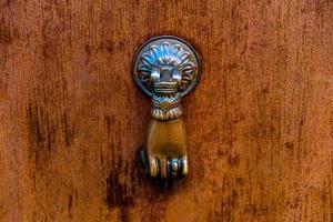 llamador de puerta con anillo foto
