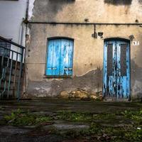 puerta azul número diecisiete foto