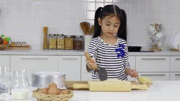 girl making cookies in the kitchen video