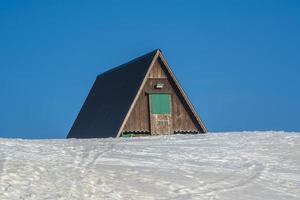 wooden shelter zero photo
