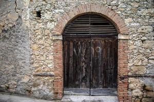 202144 Montemezzo dark wood door photo