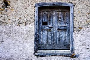 Wood barn door photo