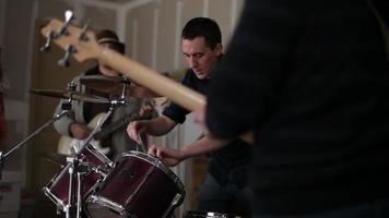 garage band se prépare pour la pratique video