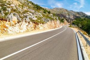 carreteras de gran calidad en montenegro europa foto