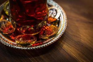 Taza de té en Turquía en café foto