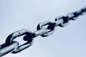 cadena metálica en la calle foto